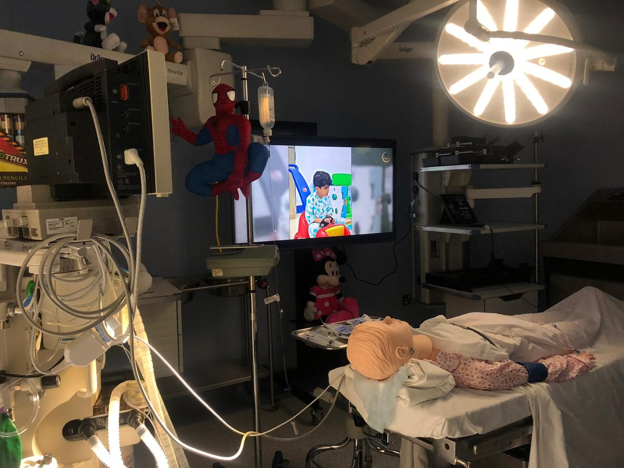 "KFMC Breaks through Children's Fear of Operations by ""Simulation Room"""
